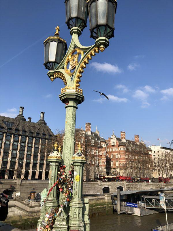 Weekend i London - Se kærlighedslåsene på lygtepælen