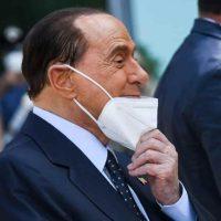 Silvio Berlusconi è grave, peggiorate le sue condizioni: assente al suo processo in aula