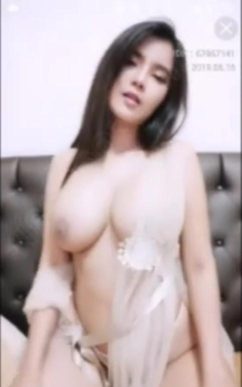 คลิปหลุด เห็นหมด! นมใหญ่มาก น้องเนย นางเอก นิทานก้อม โชว์เสียว ใน M LIVE (เสียงไทย)