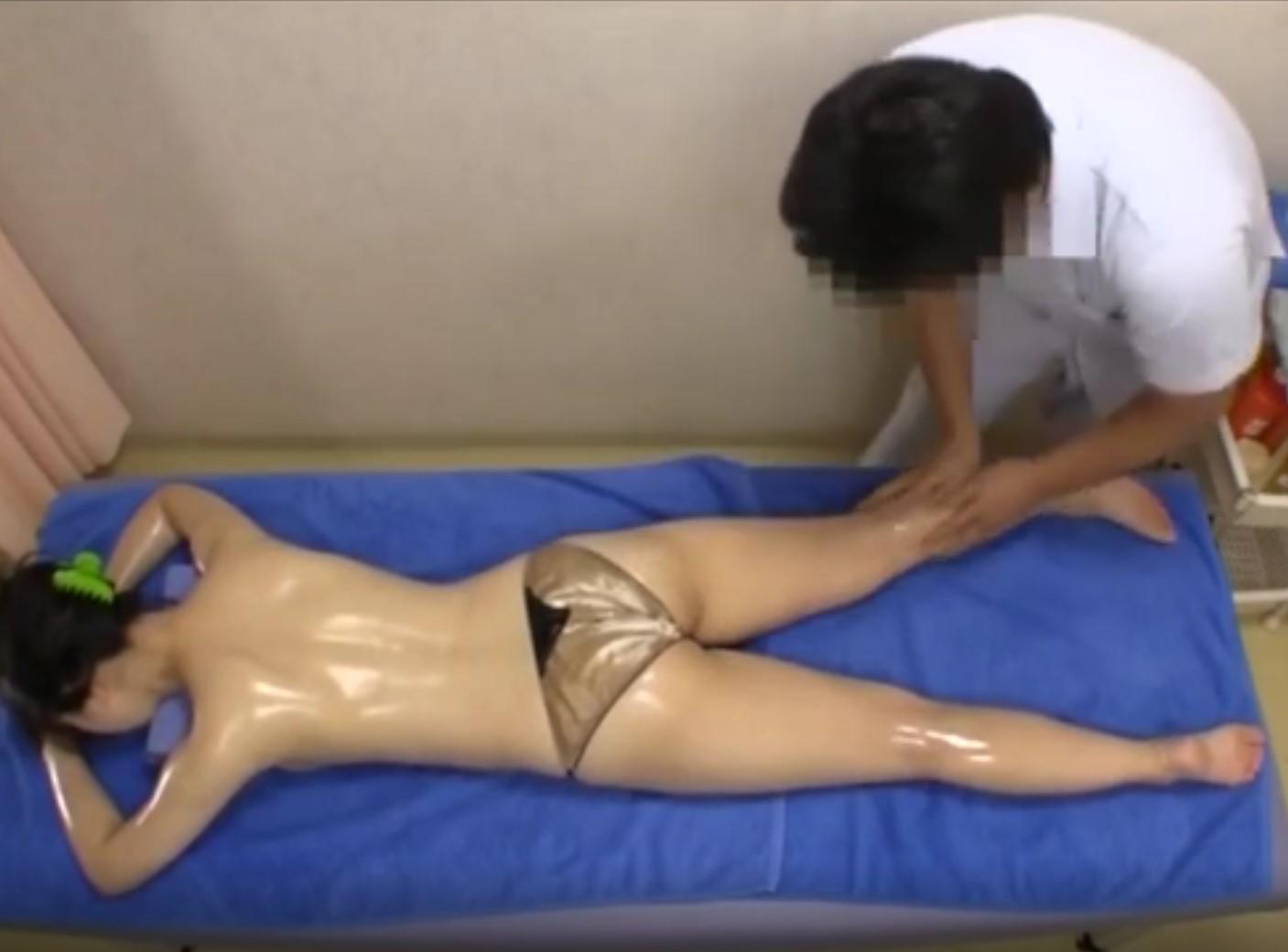 หนังโป๊ญี่ปุ่น เรื่อง หมอนวดขี้เงี่ยน จับสาวนวดจนเสร็จ