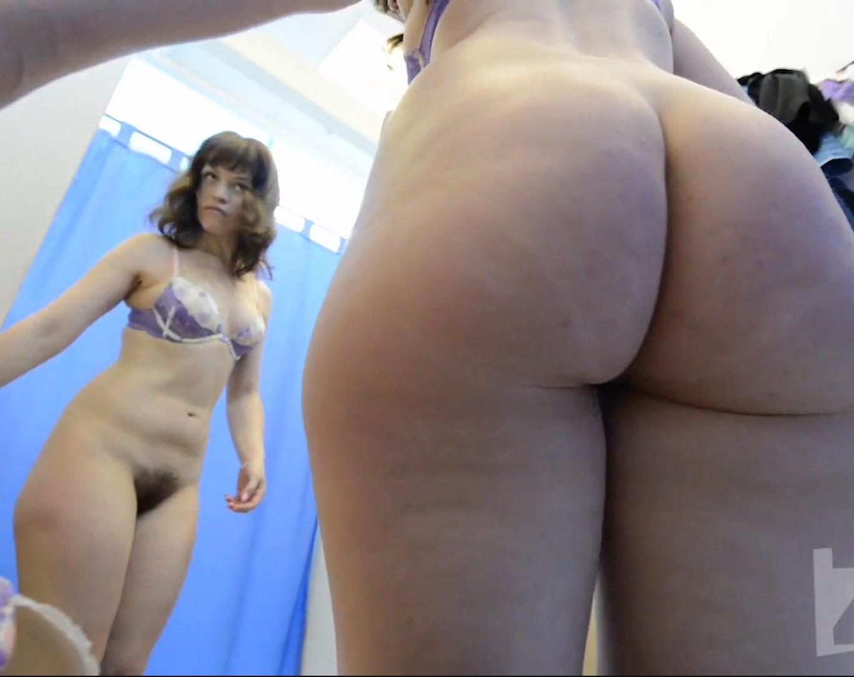 คลิปโป๊แอบถ่าย18+ ซ่อนกล้องห้องเปลี่ยนชุดผู้หญิง วัยรุ่นฝรั่งถอดเห็นหี นม ขาวใหญ่มาก
