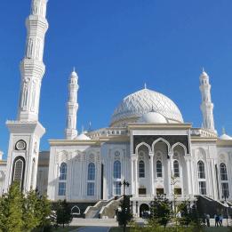 Hazrat Sultan Mosque front