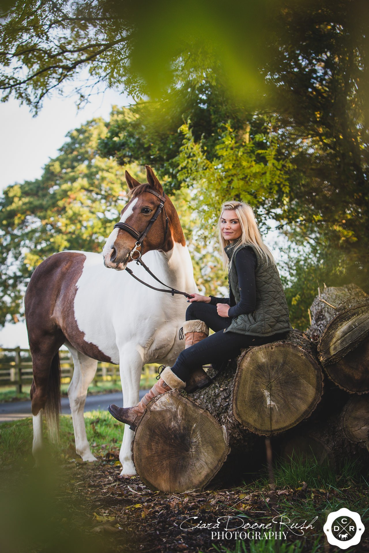 A woman with her horse on an autumnul horse and rider photo shoot