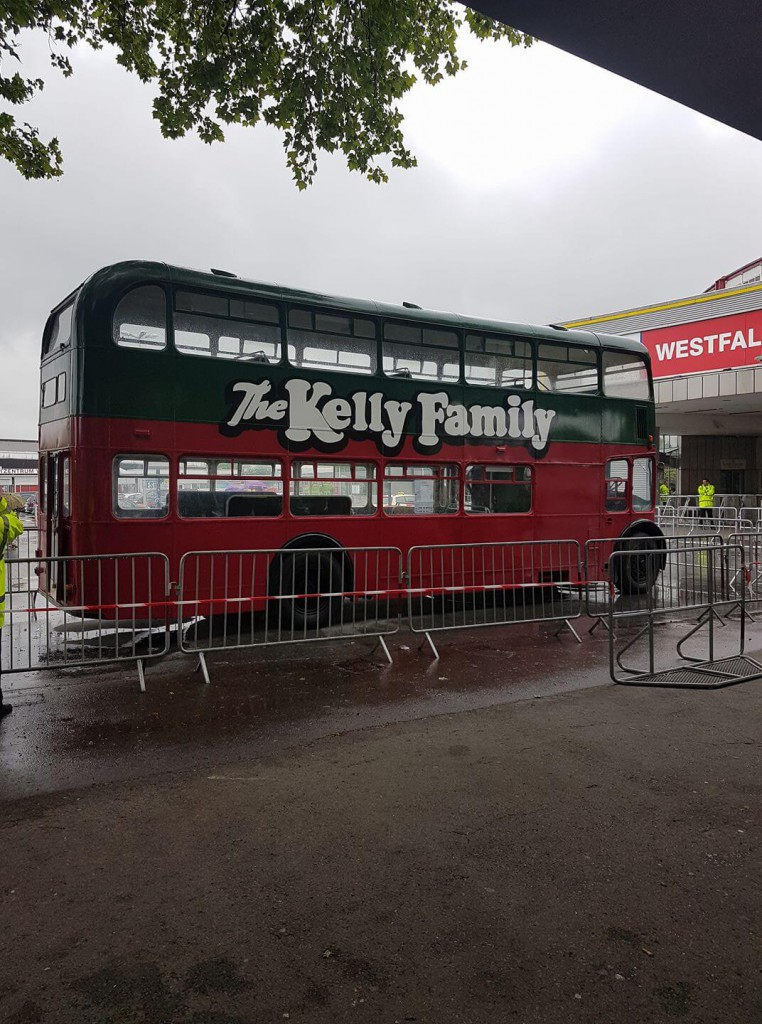 the kelly family double decker bus