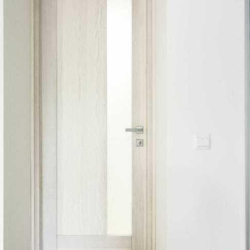 Дверь из ясеня цвет выбеленный дуб, объект частный дом в харьковской области.