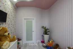 Детская комната и радиусные двери повторяют изгибы стены.