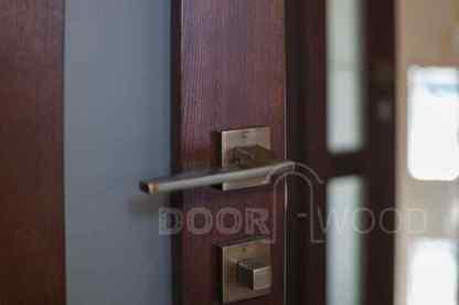 межкомнатные-двери-из-ясеня-в-дом