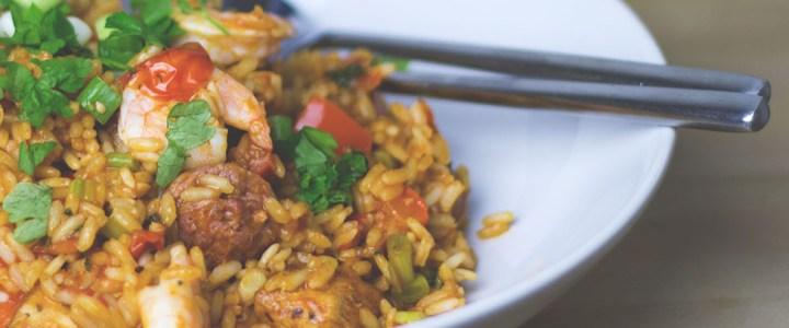 Jambalaya mit Wurst, Huhn und Garnelen