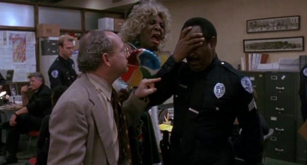 Scena al distretto di polizia in Robocop 3