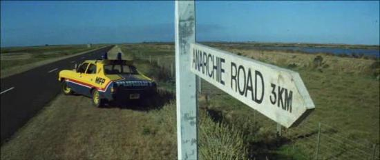 Anarchie Road, Mad Max Interceptor. Tradotto come via dell'anarchia