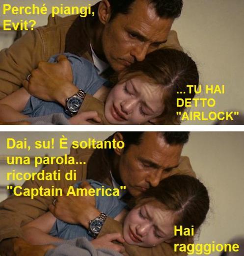 Vignetta dal film Interstellar con il protagonista che abbraccia la figlia che piange perché nel doppiaggio ha sentito la parola airlock