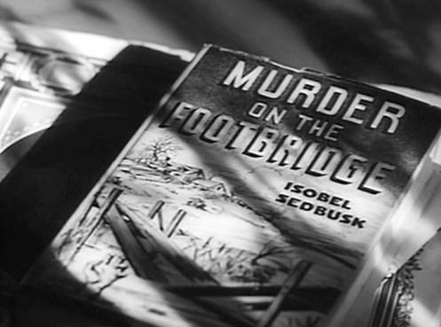 Scena dal film Il Sospetto dove vediamo la copertina di un giallo intitolato La morte ha il cuore caldo, dell'autrice Isobel Sedbusk