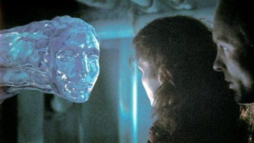 Scena dal film Abyss, una protuberanza fatta d'acqua imita il volto dell'attrice Mastrantonio