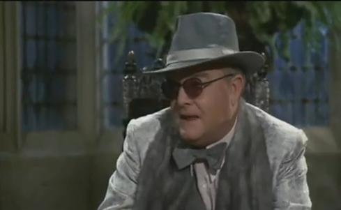 Lionel Twain (Truman Capote) da Invito a cena con delitto