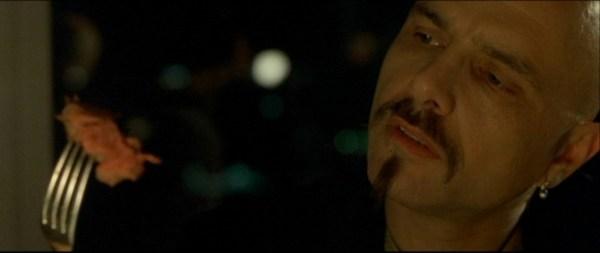 Scena dal film Matrix, Cypher guarda la carne sulla forchetta prima di dire che l'ignoranza è un bene