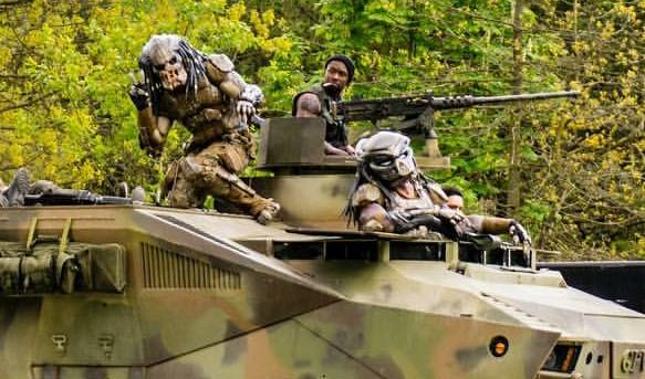 Predator su un blindato, scena tagliata dal film The Predator (2018)