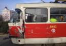 U Štefánikova mostu se srazila tramvaj s nákladním automobilem