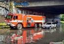 OBRAZEM: Vídeňskou ulici zaplavila pod železničním mostem voda