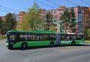 První cestující v rumunském Brašově již vozí nové kloubové trolejbusy