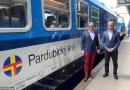 OBRAZEM: České dráhy představily modernizovaný vůz Bdmtee pro Pardubický kraj