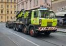 OBRAZEM: Porouchané auto zastavilo tramvaje v Myslíkově ulici v Praze