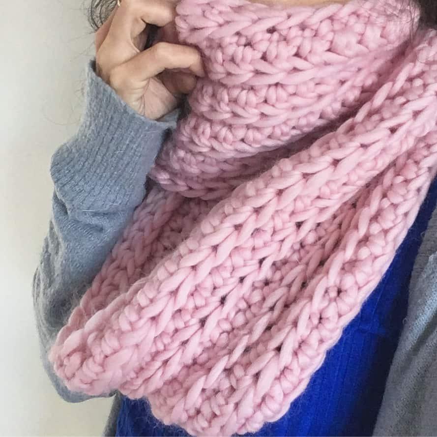 pink crochet chunky merino yarn infinity scarf pattern