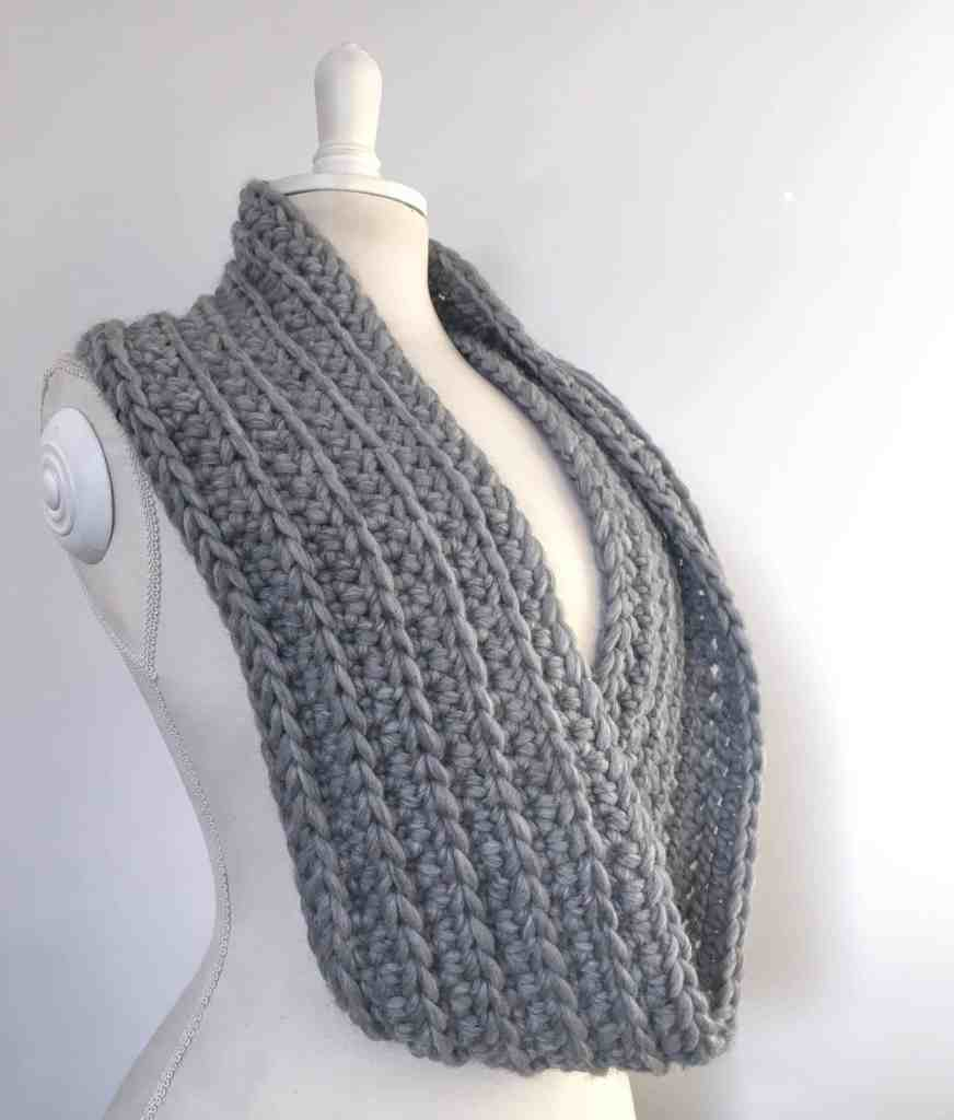 crochet grey infinity scarf chunky yarn merino wool