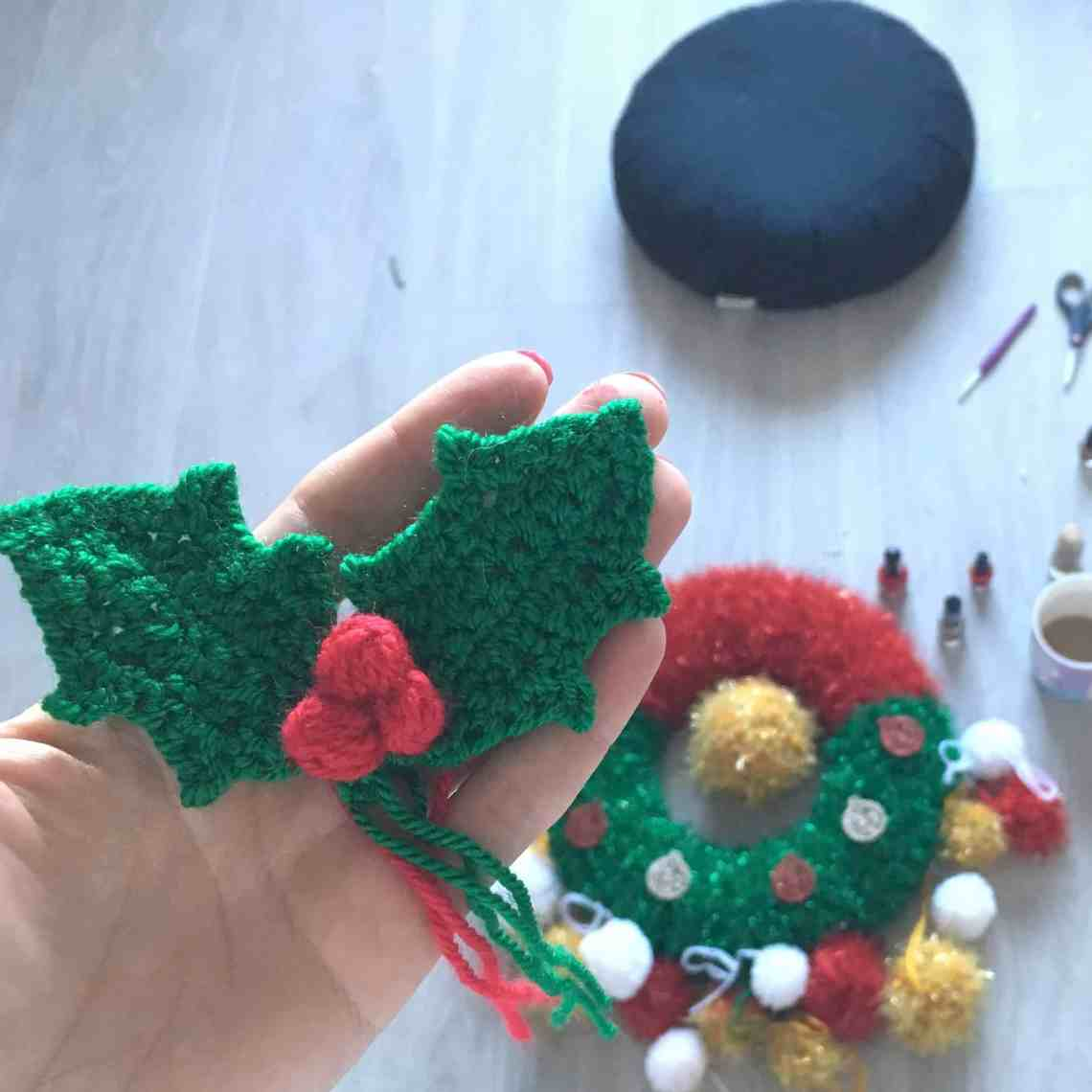 crochet holly sprig and wreath making in progress