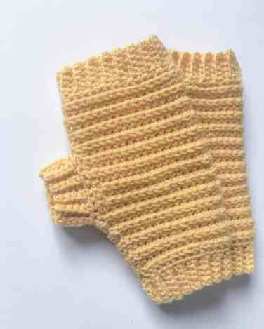 Pattern for crochet fingerless gloves / mittens