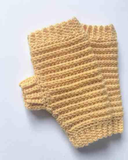 Pattern for crochet fingerless gloves / mittens