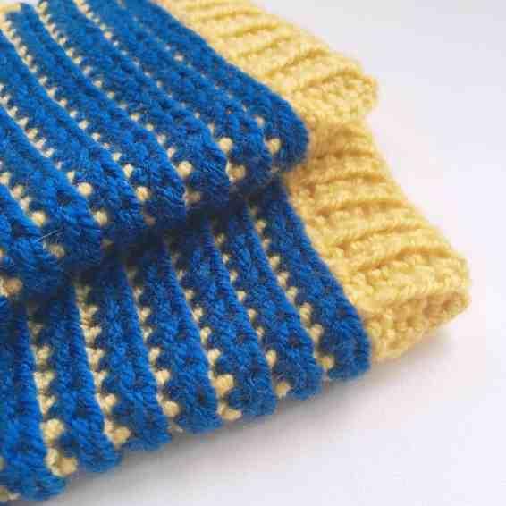Crochet Fingerless Gloves Pattern by Doradoes.co.uk