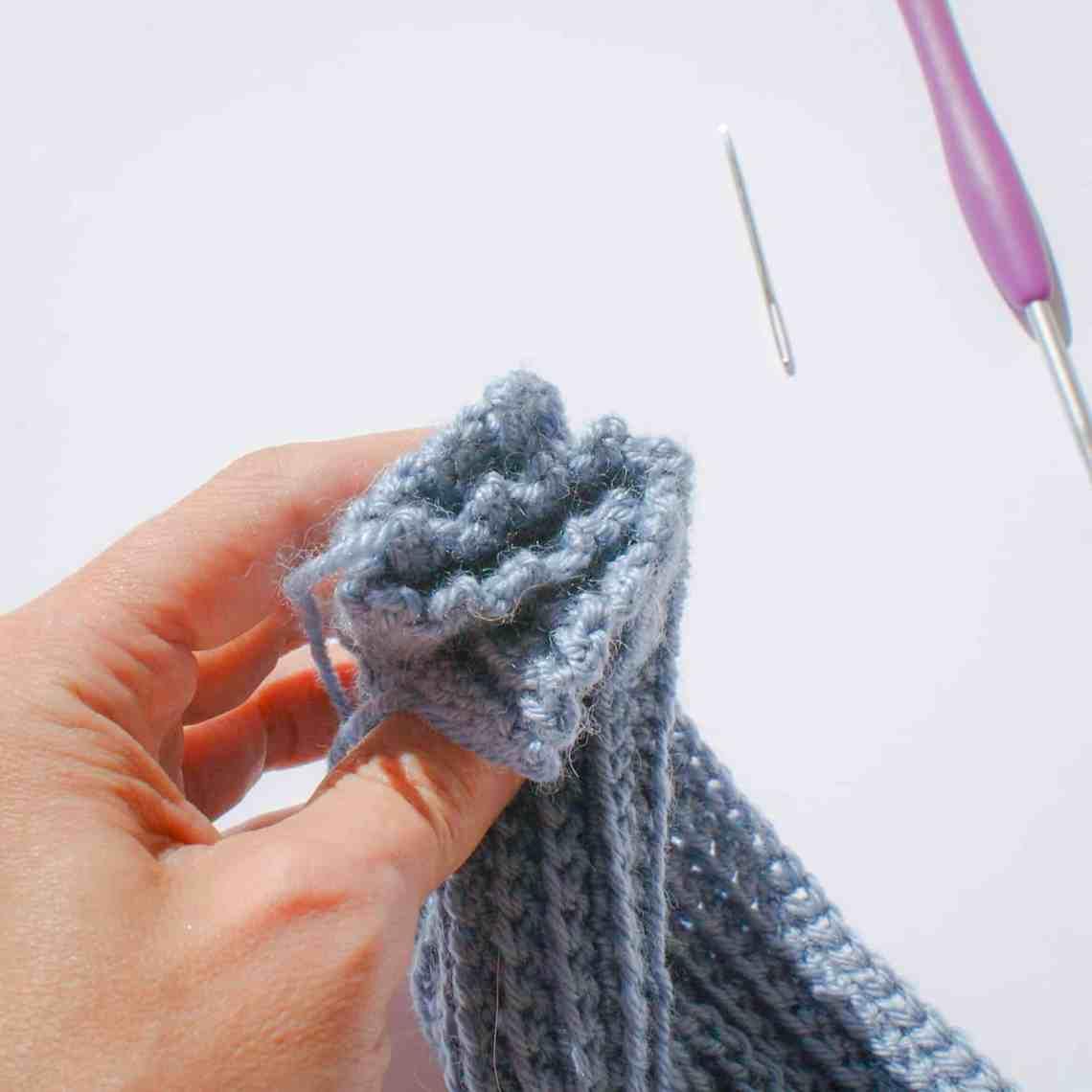 Twisted crochet headband turban style tutorial step