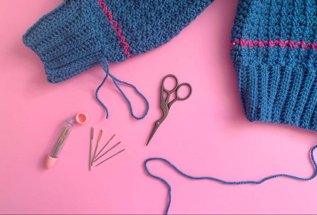 Tools to sew in ends to a crochet project yarn needle and scissors