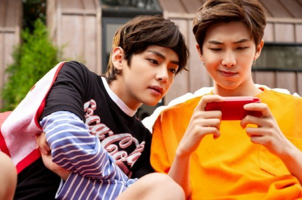 Coca-Cola divulga mais cenas dos bastidores da filmagem do CF com Park Bo Gum x BTS!