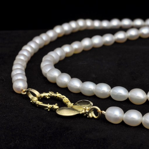 Large Petaled Pearl Clasp reclined