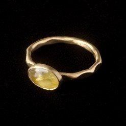 gold ring with yellow sapphire