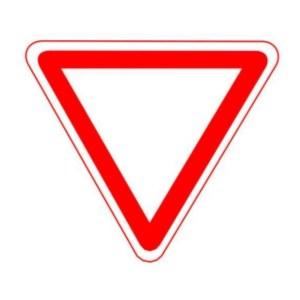 Указатель дорожный 2.4 - уступи дорогу