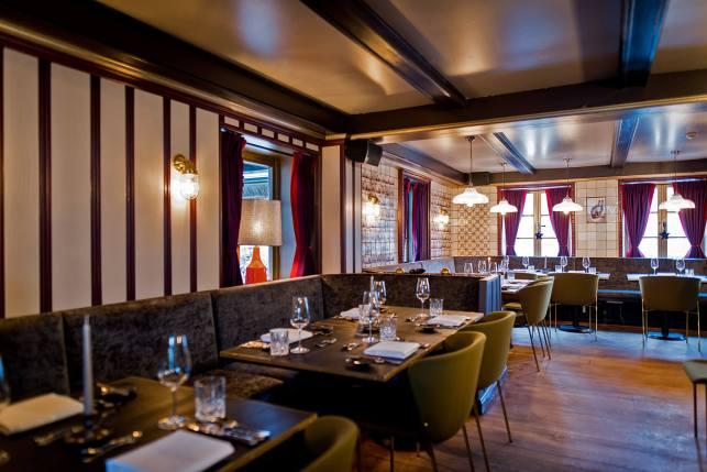 Restaurant Dorfkrug Kampen Bar Grill Interieur Speisesaal