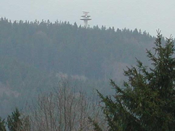 Hinter dem zeitgenössischen Turm auf dem Haunsberg verbirgt sich angeblich nur die Flugsicherung für den Salzburger Flughafen.