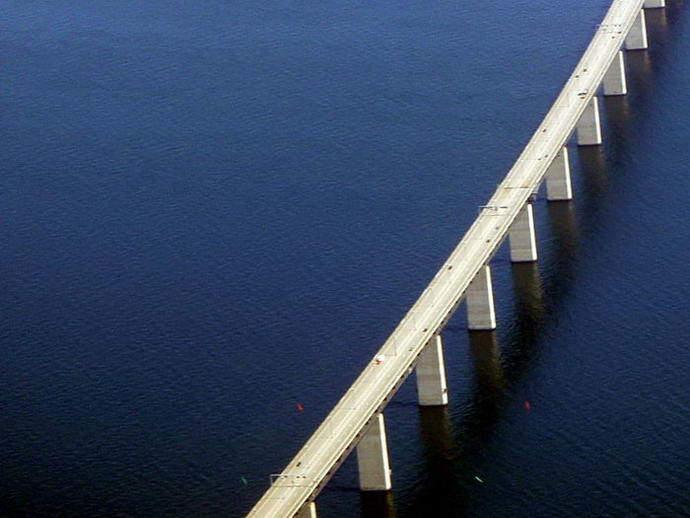 Die Öresundbrücke verbindet Dänemark (Kopenhagen) und Schweden (Malmö)