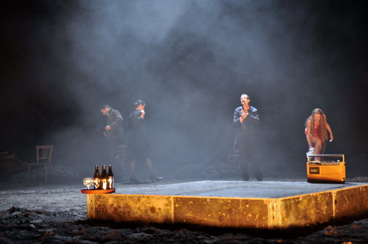 Die vier Himmelsrichtungen 2011: Andreas Döhler (Ein kräftiger Mann), Almut Zilcher (Eine Frau), Ulrich Matthes (Ein Mann), Kathleen Morgeneyer (Eine junge Frau) © Arno Declair