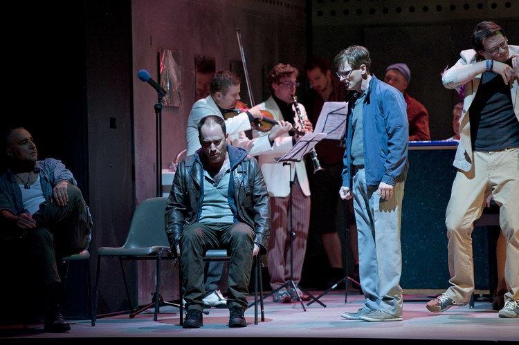 Vesselin Hristov, Leigh Melrose, Joel Sorensen und Chor