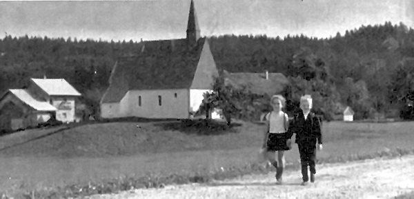 Kinder aus St. Alban am Weg in die Schule.