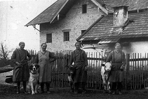 Paulmirtltöchter. Von links: Theresia (Scharingerin Schwerting), (?), Maria (Vierthalerin), Genovefa (Adlmannin)