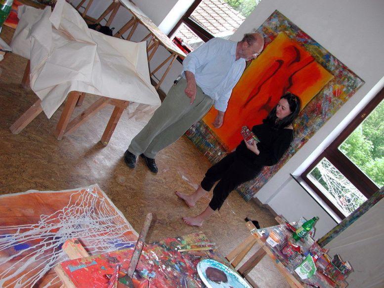 KH mit einer Künstlerin im Farbwerk St. Radegund