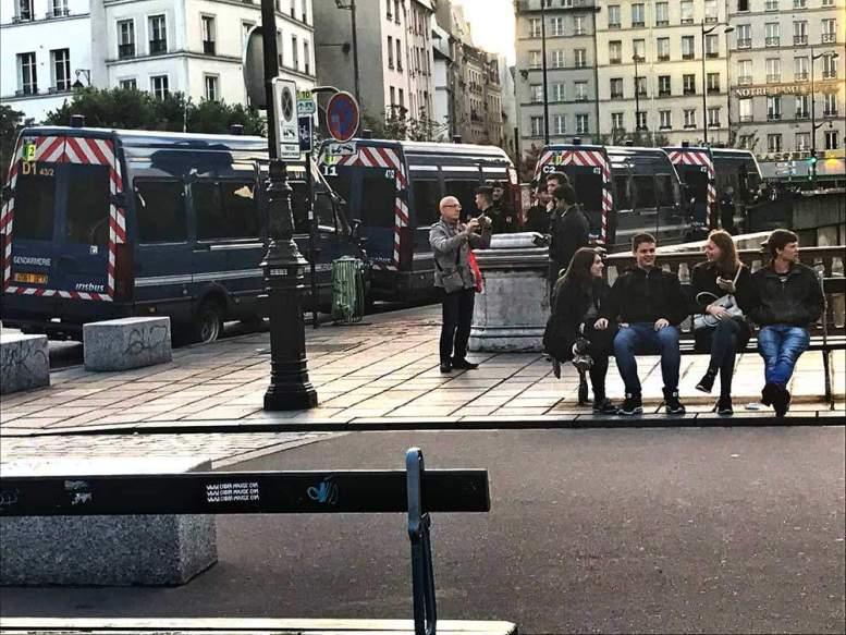 Die Polizei sichert Notre-Dame in Paris