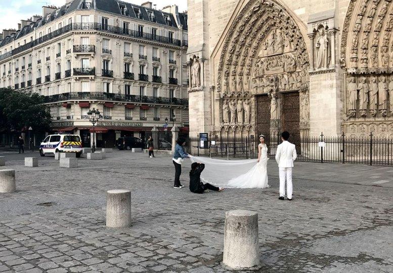 Fotoshooting nach dem Anschlag vor Notre-Dame in Paris
