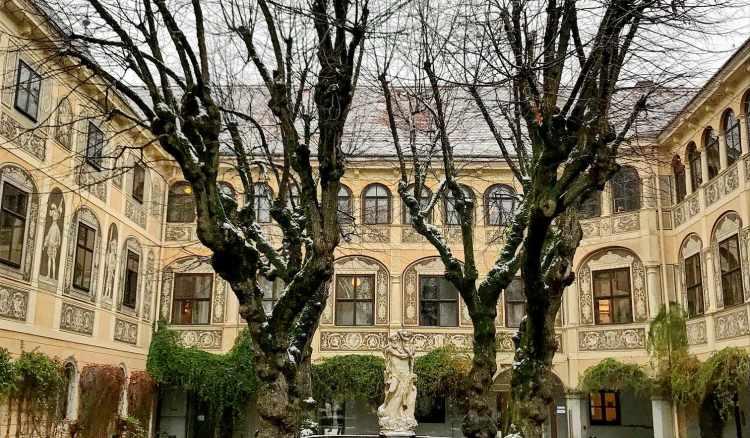 Bildungshaus Schloss Puchberg bei Wels im Winterkleid
