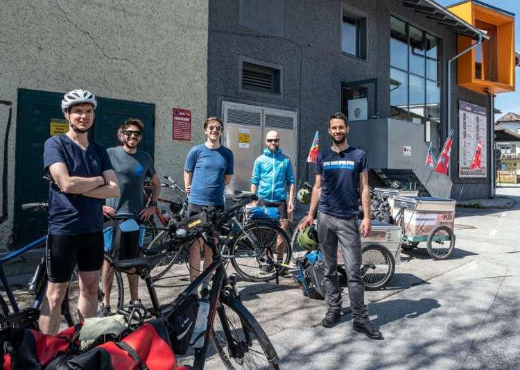Die ReCycling Tour von Manu Delago - Ankunft der Musiker in Seekirchen