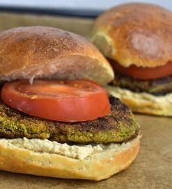 Kartoffel – Spinat – Burger mit Hummuscreme